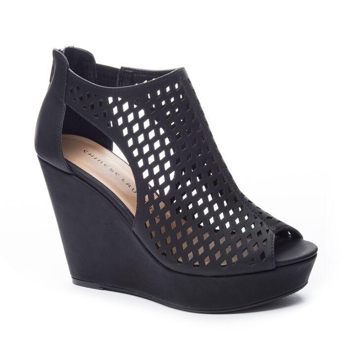 Chinese Laundry Indie Wedges in Black